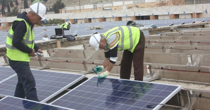 rsz_syria_solar_install_6 (1).jpg